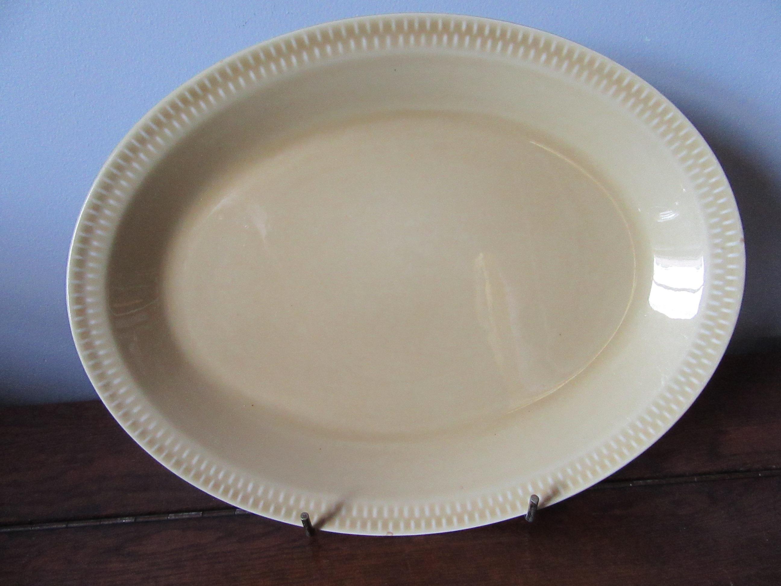stavangerflint brunette dinner plates gold oval norway 1970s x 2 inger waage. Black Bedroom Furniture Sets. Home Design Ideas