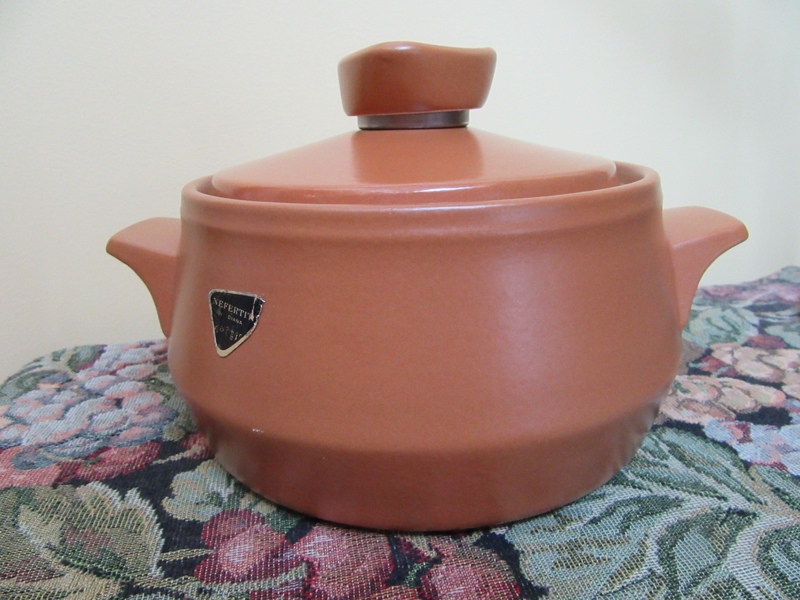 Diana nefertiti casserole dish medium lidded 1960s for Diana dishes